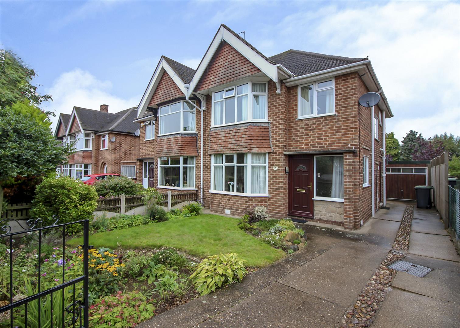 3 Bedrooms Semi Detached House for sale in Russley Road, Bramcote, Nottingham